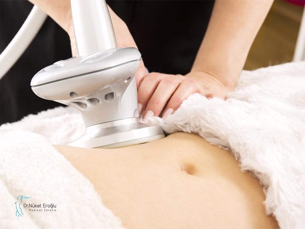 كيف يتم تطبيق عملية إذابة الدهون وشد الجلد بالليزر ثلاثي الأبعاد؟